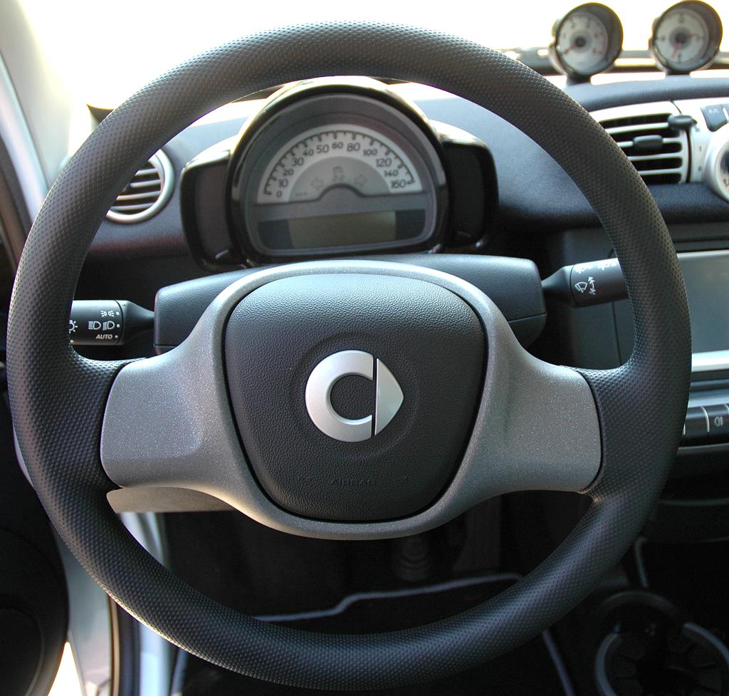 Smart Fortwo: Blick ins puristisch gestaltete Cockpit.