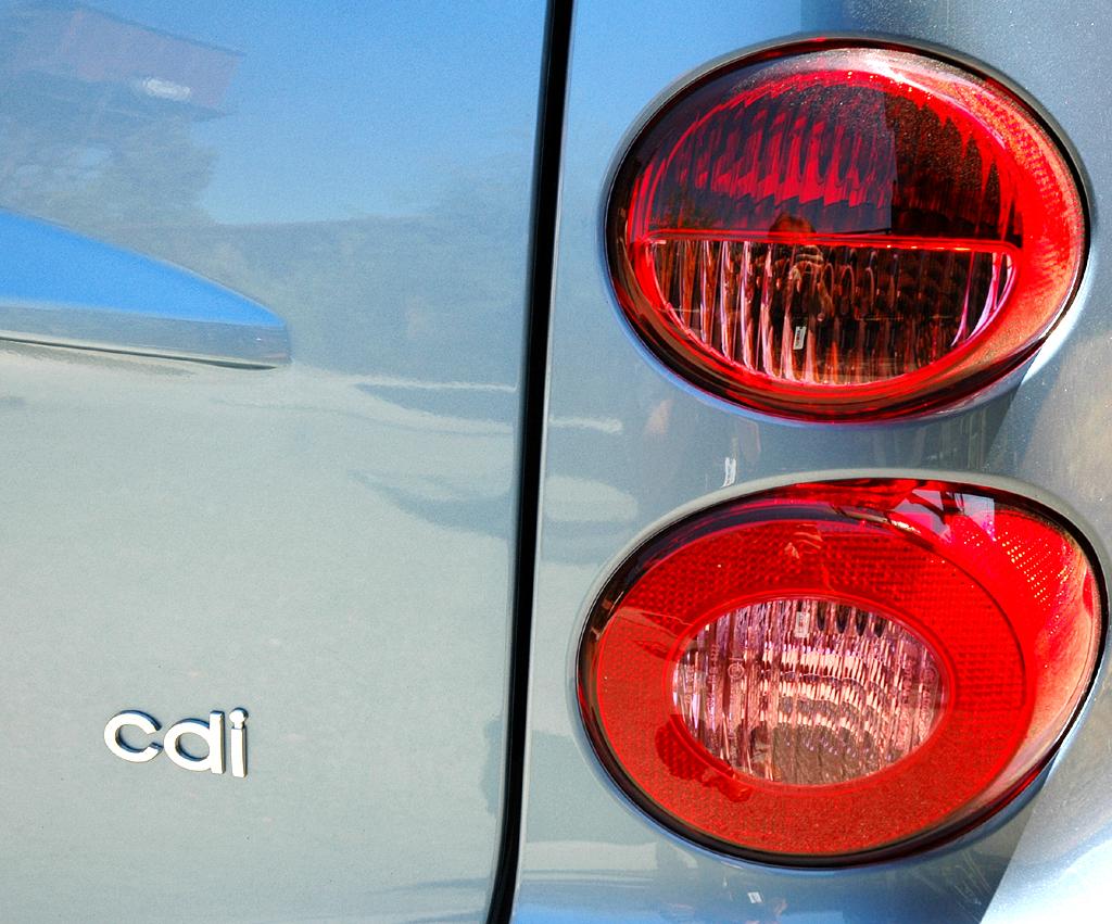 Smart Fortwo: Leuchteinheit hinten mit Motorisierungsschriftzug.