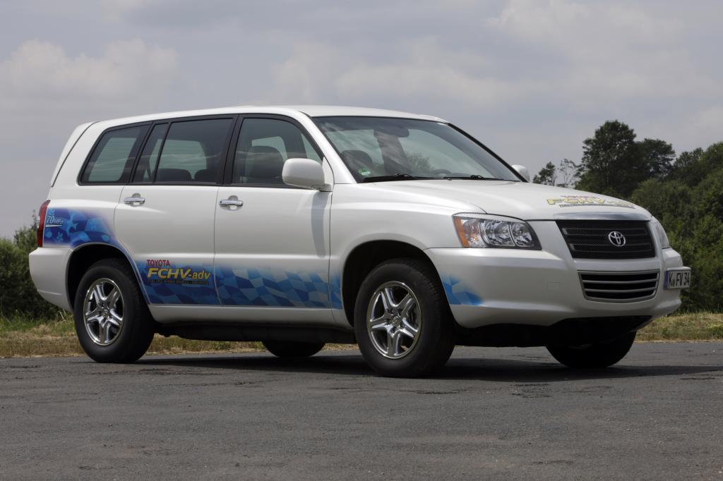 Toyota Brennstoffzellenfahrzeug startet bei der 13. Silvretta Classic Rallye Montafon