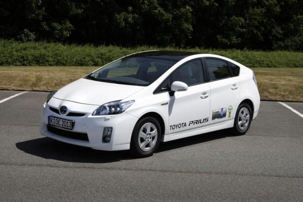 Toyota stellt Prius Hybrid-Shuttle auf der CPD Düsseldorf