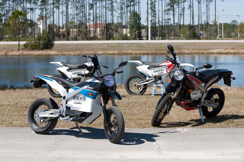 9995 Euro kosten die beiden Zero S und DS-Modelle, die Crossmaschine MX Sport kommt auf 8295 Euro, die Enduro Zero X kostet 7495 Euro.