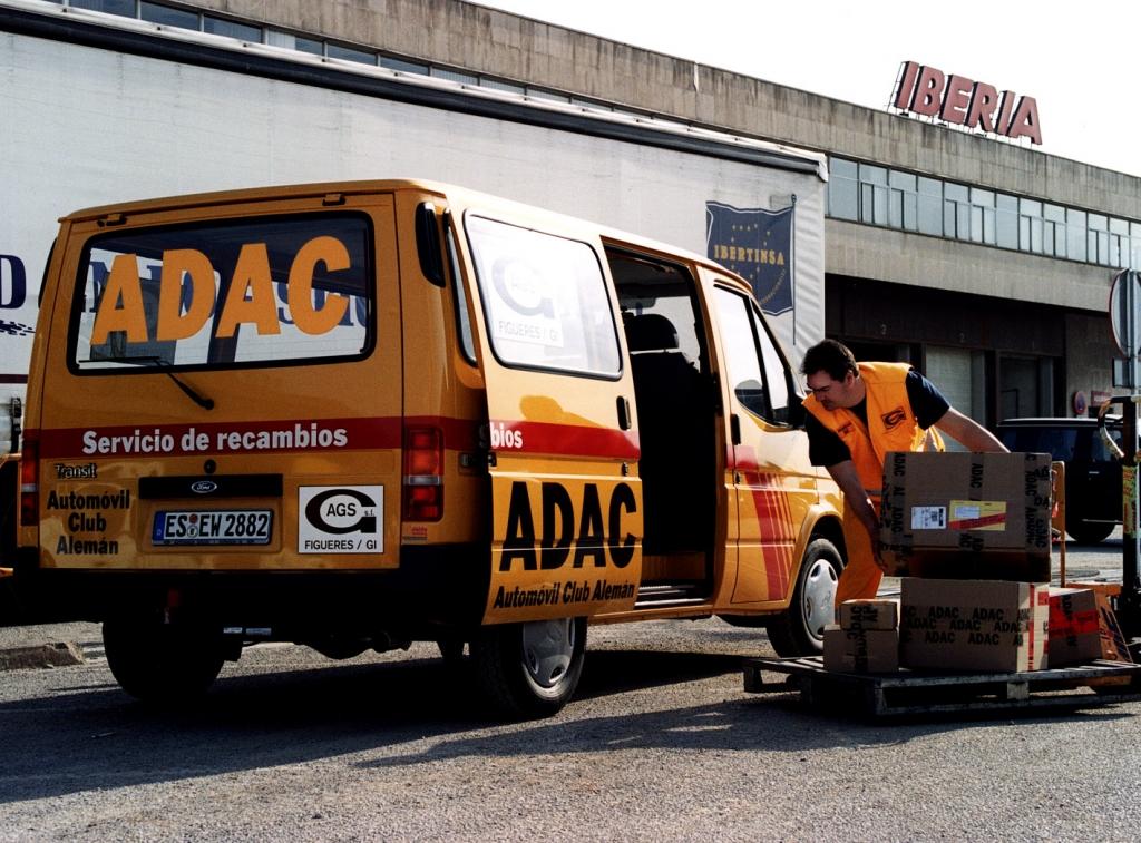 ADAC verschickt seit 50 Jahren weltweit Ersatzteile