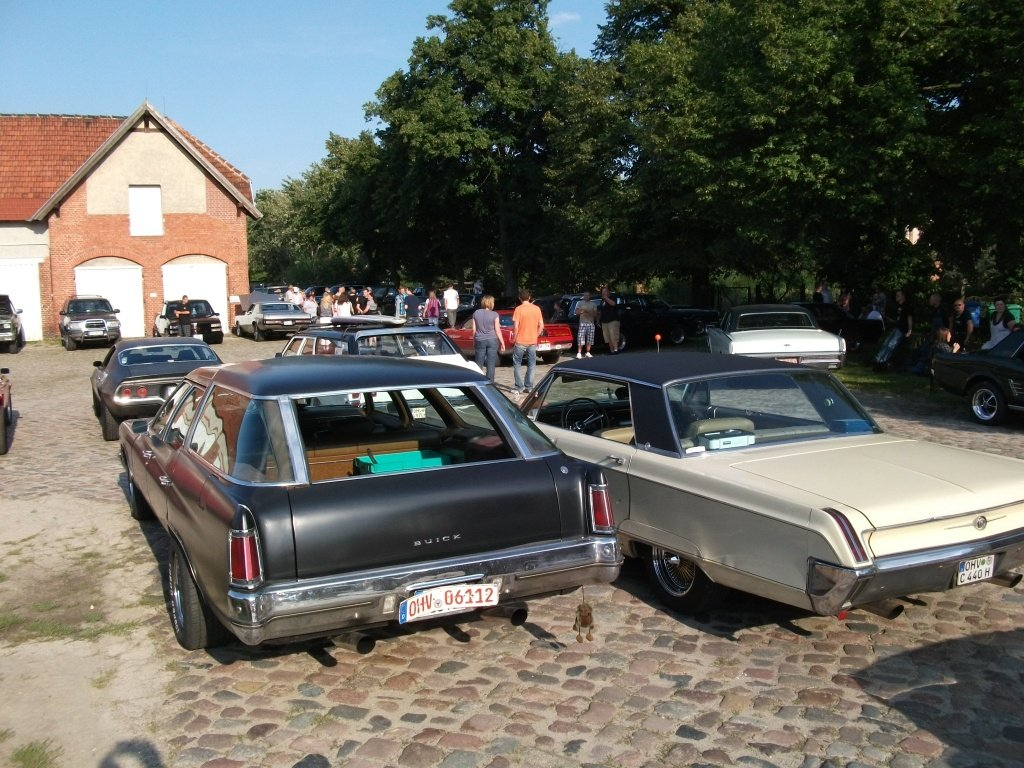 Amerikanische Automobilkultur bei Gas, Grease & Glory in Berlin. Diverse Autos
