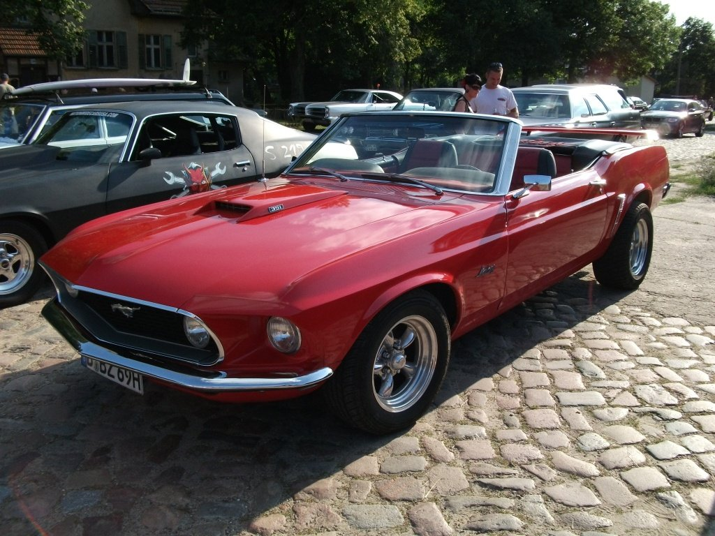 Amerikanische Automobilkultur bei Gas, Grease & Glory in Berlin. Ford Mustang Convertible