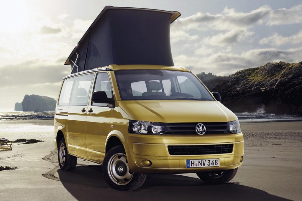 Aufgewertet mit einem Aufstelldach präsentiert sich der VW California Beach auf dem Caravan Salon.