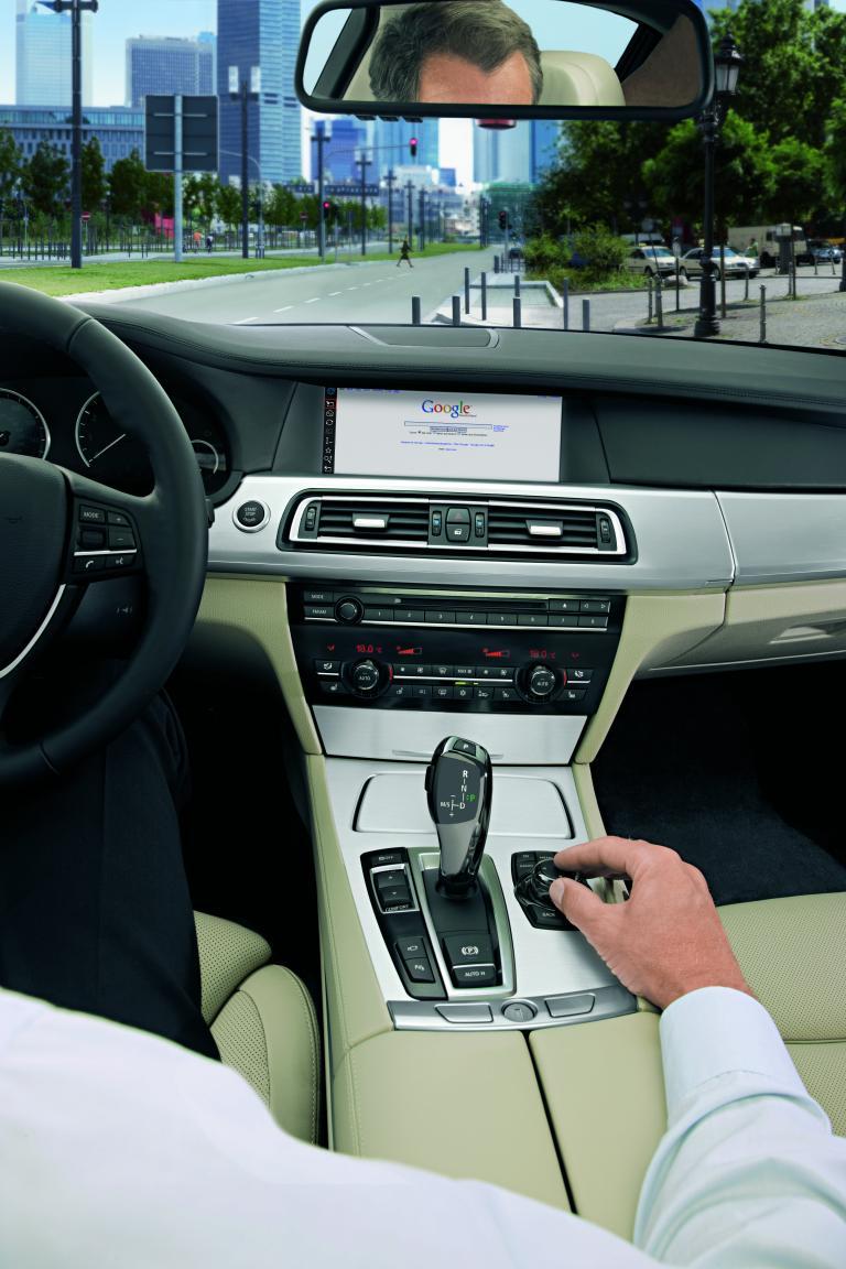 BMW Connected Drive holt das Internet ins Auto.