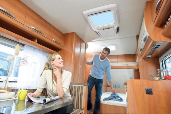 Caravan Salon 2010: Trotz Klimaanlage kein Lichtverzicht