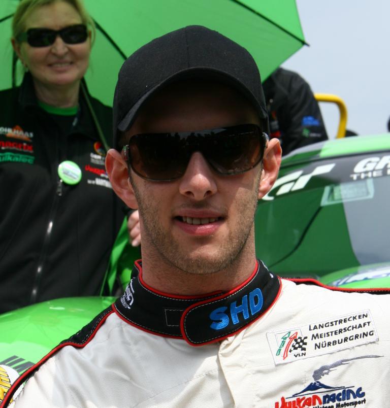 Christopher Brück steuert einen Dodge Viper für Vulkan Racing Mintgen Motorsport.