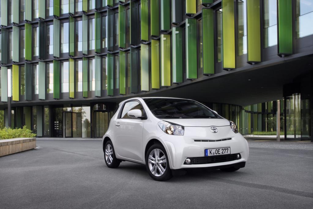 Den Toyota iQ gibt es jetzt ab 11 900 Euro, allerdings ohne Klimaanlage.