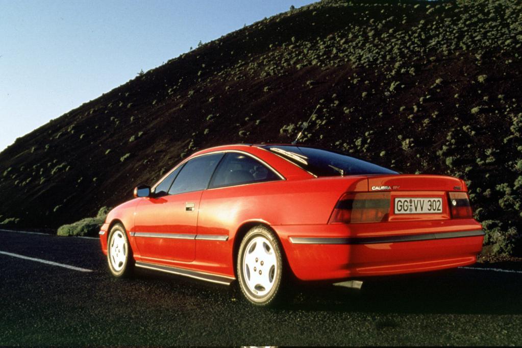 Der Calibra trat das Erbe des Manta an, hatte aber stärkere Motoren. Dafür gab es keinen Heckantrieb mehr.