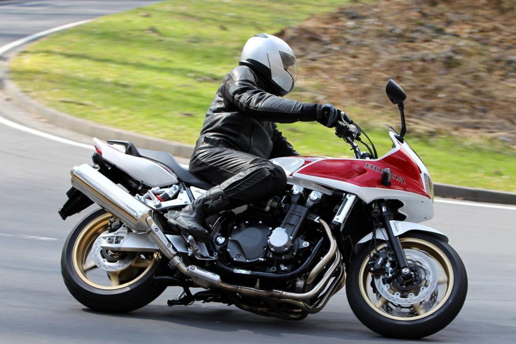 Der Verbrauch der 12 490 teuren CB 1300 liegt bei 6,2 Litern Superbenzin auf 100 Kilometern.