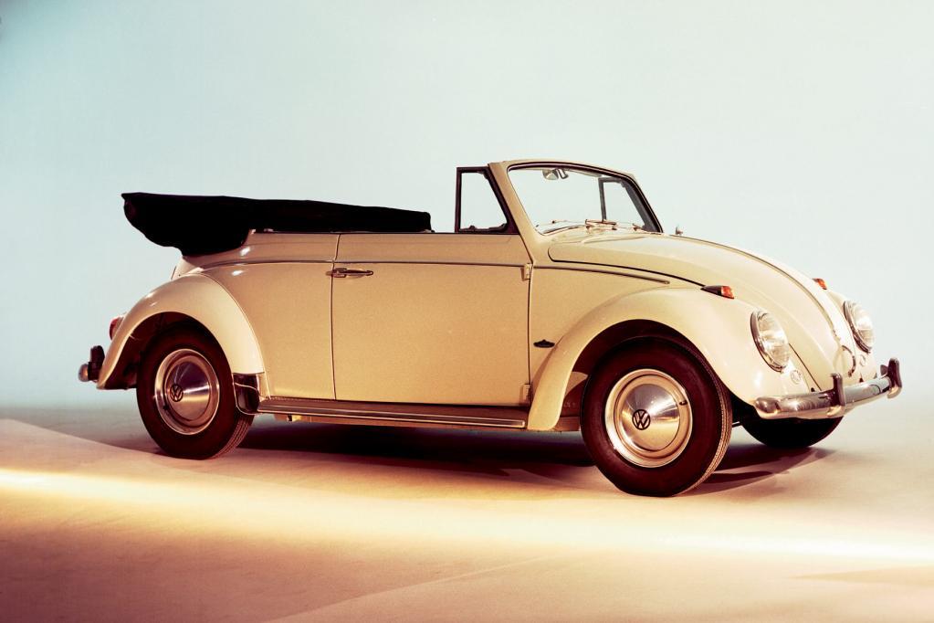 Die Entwicklung des VW Käfer Cabrio begann bereits in den 30er-Jahren. Auf die Straße rollte er erst 1950.