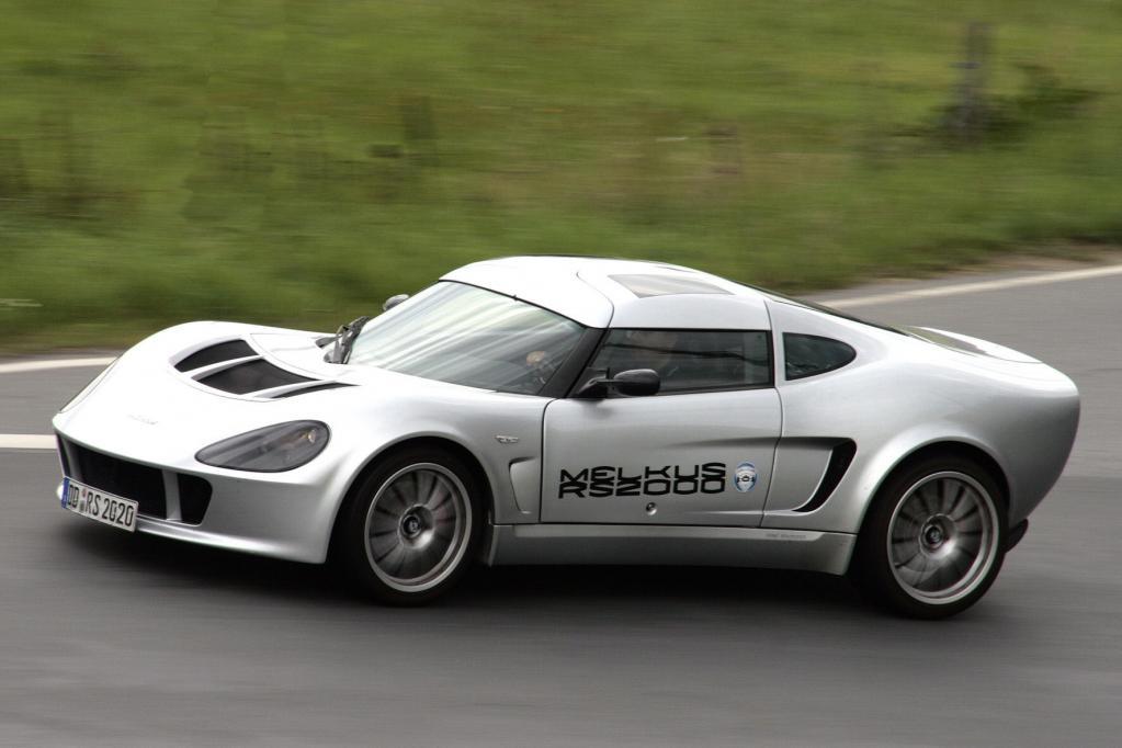 Die Fortbewegung im Melkus RS 2000 hat mehr vom Tieffliegen als vom Autofahren.
