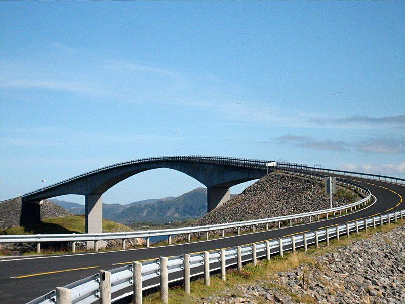 Die Störeisund-Brücke ist die größte der sieben Brücken