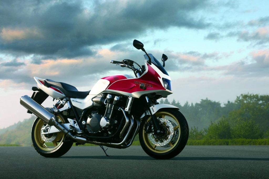 Fahrbericht Honda CB 1300: Bäriger Vierzylinder in klassischer Halbschale
