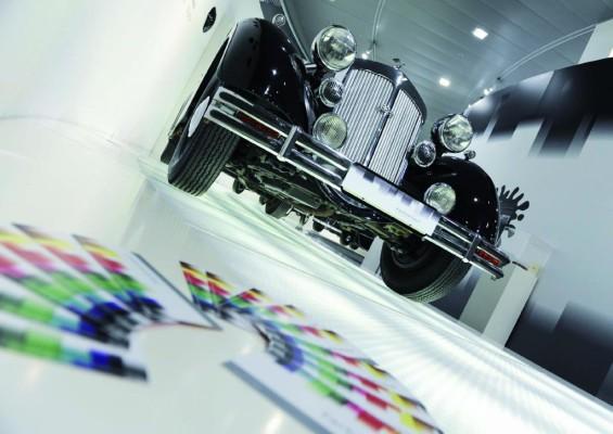Farbexperimente im Audi-Forum Ingolstadt