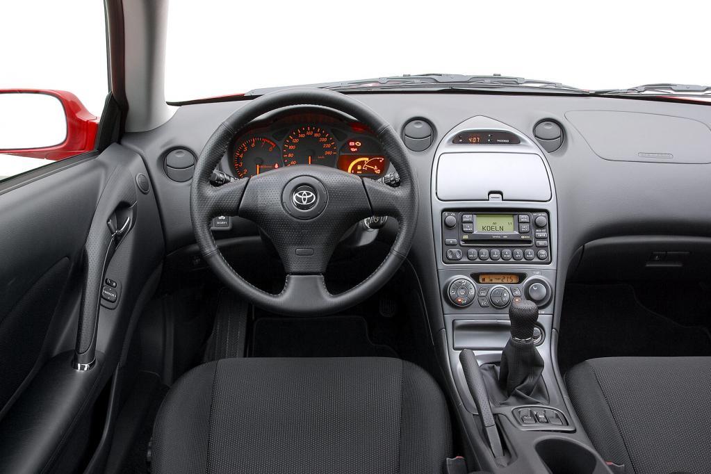 Fast vier Jahrzehnte Entwicklung im Cockpit-Design lassen sich bei der Celica nachvollziehen.
