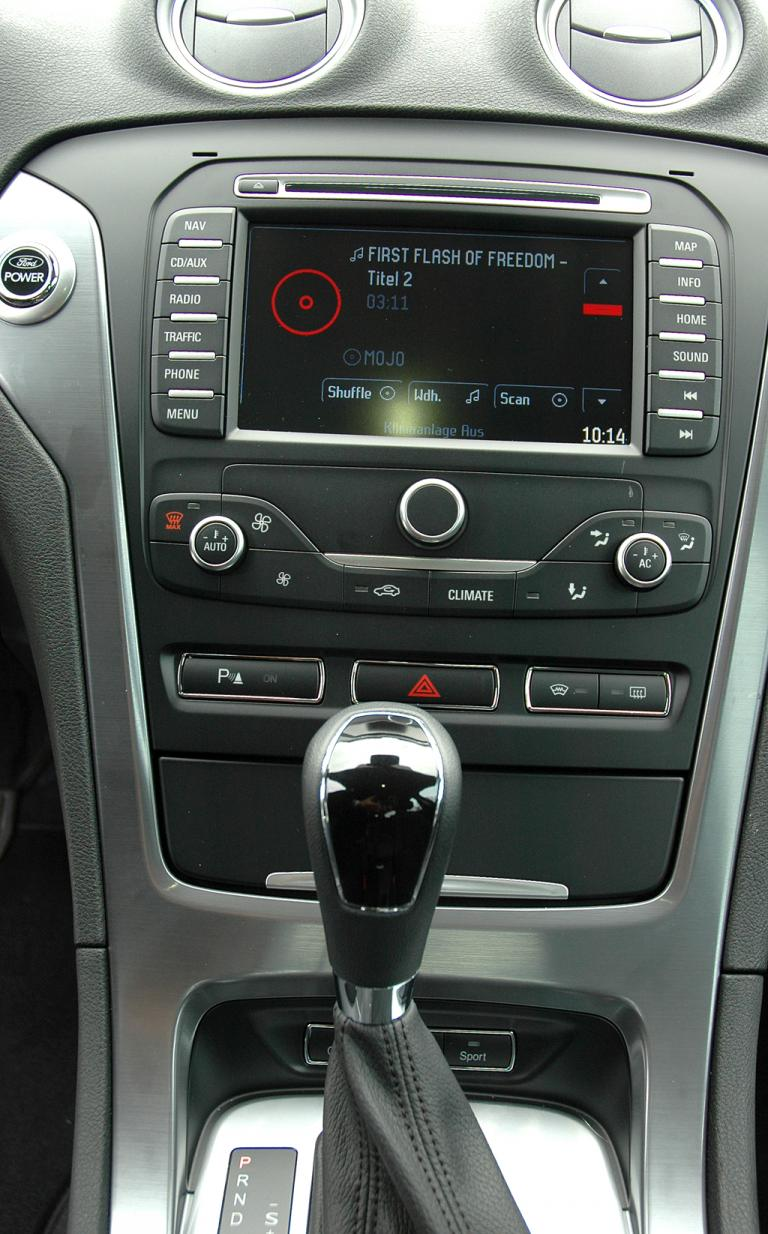 Ford Mondeo: Blick auf den mittleren Armaturenträger.