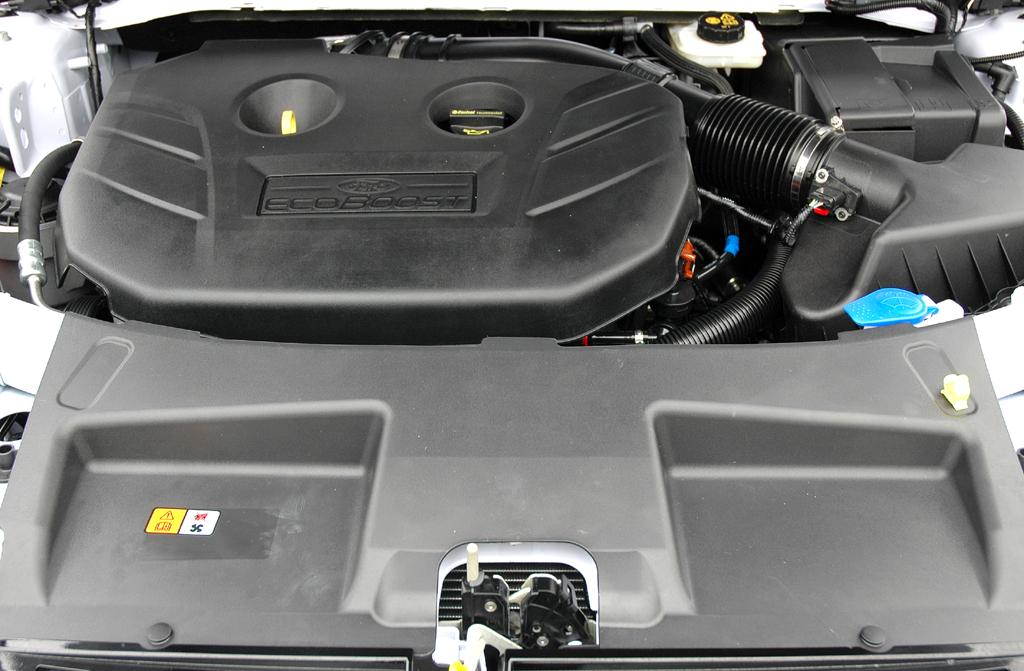 Ford Mondeo: Blick unter die Motorhaube des neuen EcoBoost-Benziners mit 240 PS.