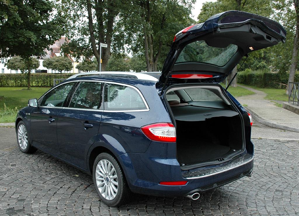 Ford Mondeo: Der Kombi kommt mit dem größeren Kofferraum nutzwertiger daher.