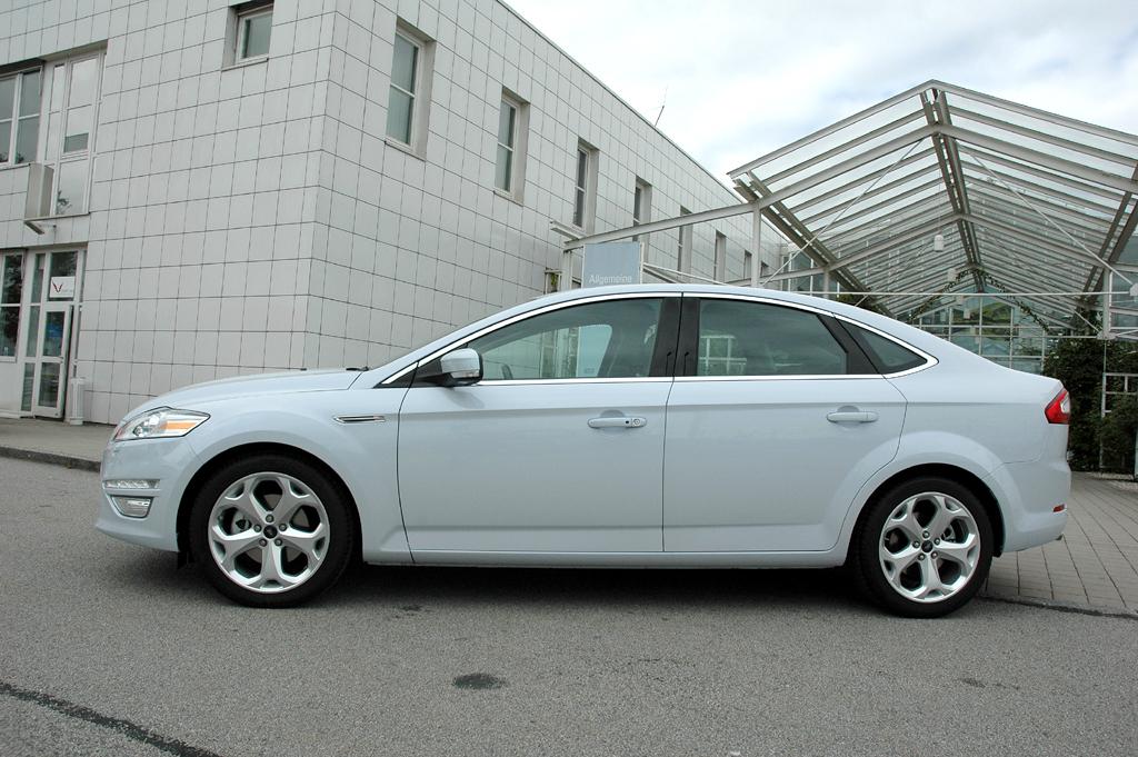 Ford Mondeo: Die Fließheck-Limousine fährt formschön sehr.