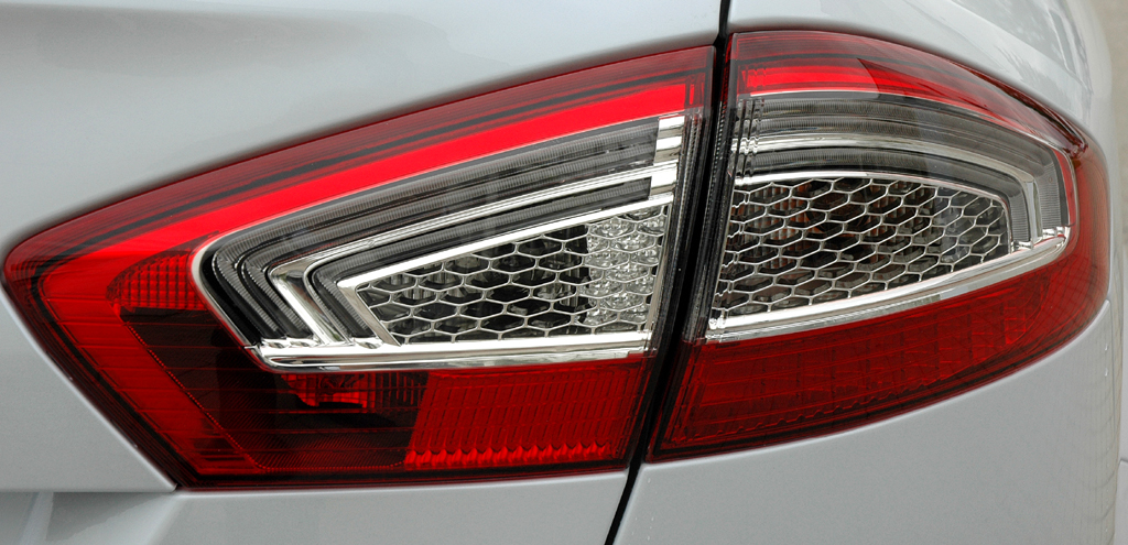 Ford Mondeo: Moderne Leuchteinheit hinten.