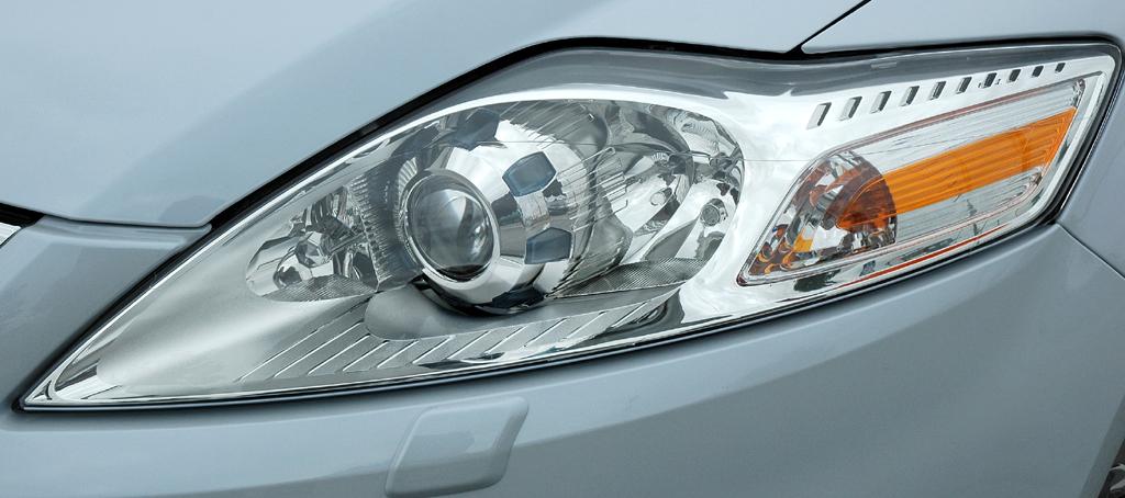 Ford Mondeo: Moderne Leuchteinheit mit LED-Tagfahrlicht vorn.