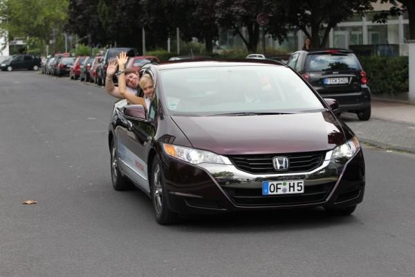 Honda führt europäischem Jugendparlament den FCX Clarity vor