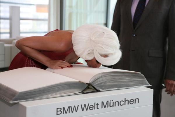 Katy Perry drehte in der BMW-Welt