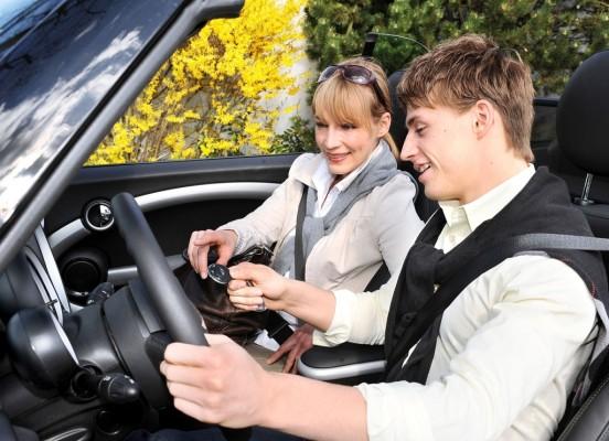 Kommentar: Mit erwachsenem Beifahrer sicher fahren