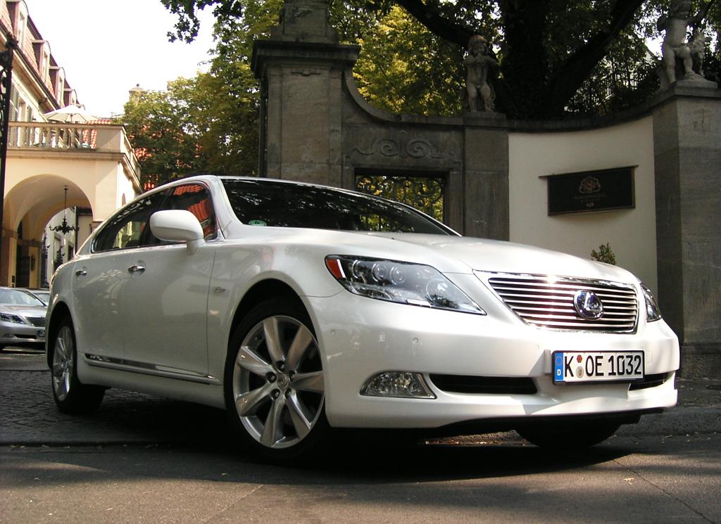 Lexus-Langversion-Hybridmodell LS 600h.