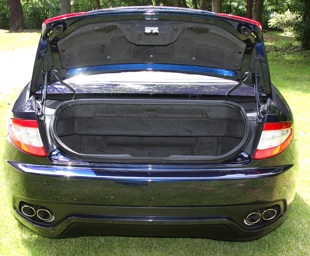 Maserati GranCabrio: Der Kofferraum fasst lediglich 173 Liter Gepäck.