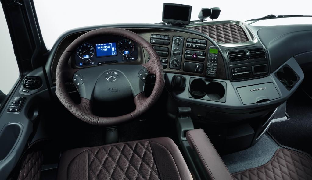 Mercedes-Benz Actros Black Liner und White Liner.