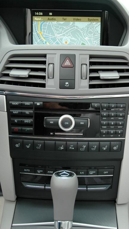 Mercedes E-Klasse Cabrio: Blick auf den mittleren Armaturenträger.