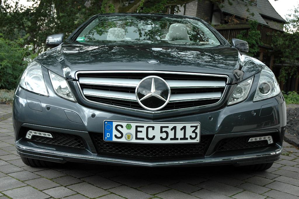 Mercedes E-Klasse Cabrio: Blick auf die Frontpartie.