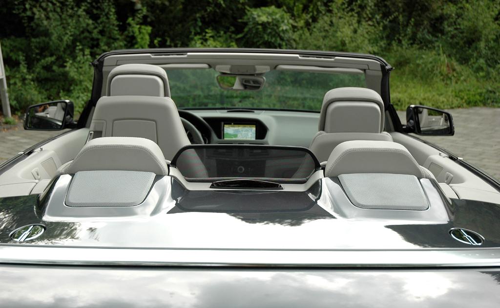 Mercedes E-Klasse Cabrio: Der offene Schwabe ist als Viersitzer ausgelegt.