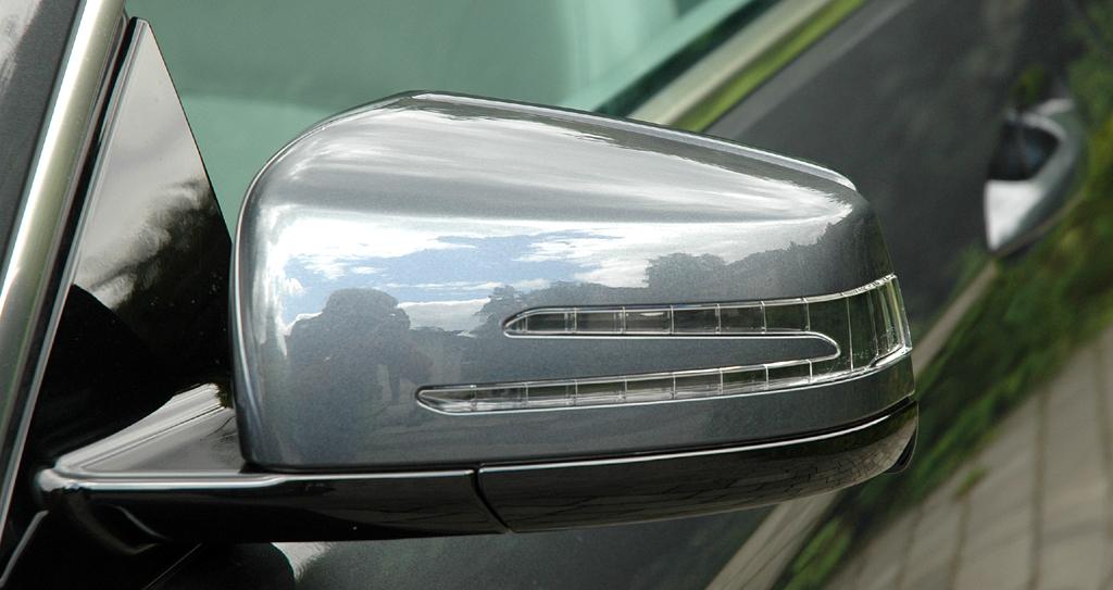 Mercedes E-Klasse Cabrio: In die Außenspiegel sind Blinkleisten integriert.