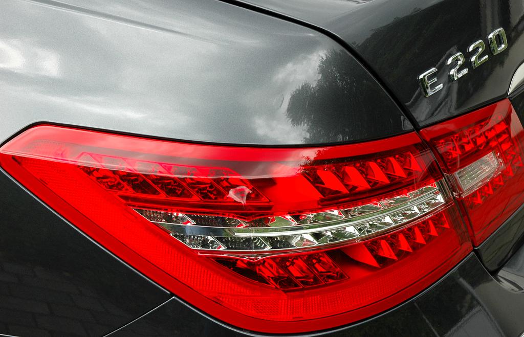 Mercedes E-Klasse Cabrio: Moderne Leuchteinheit hinten.