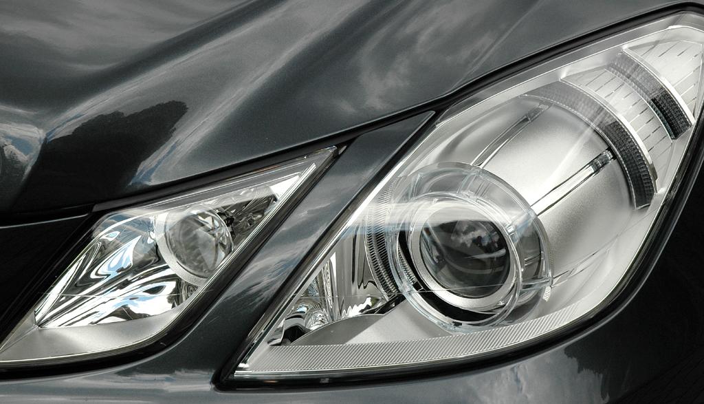 Mercedes E-Klasse Cabrio: Moderne Leuchteinheit vorn.