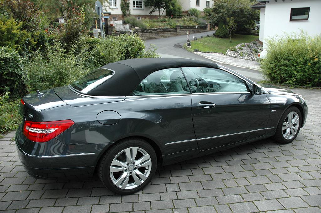 Mercedes E-Klasse Cabrio: Seitenansicht bei geschlossenem Verdeck.