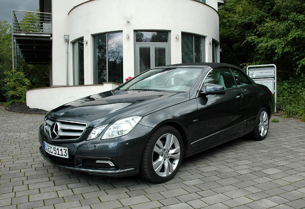 Mercedes E-Klasse Cabrio: Statt Stahldach mit Stoffkapuze.