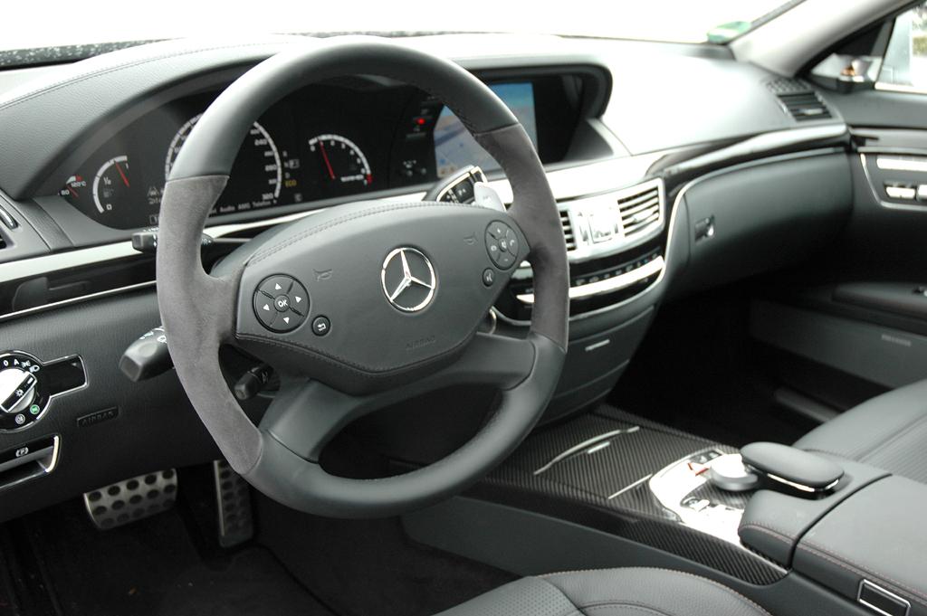 Mercedes S63 AMG: Das sportliche Cockpit ist übersichtlich gestaltet.