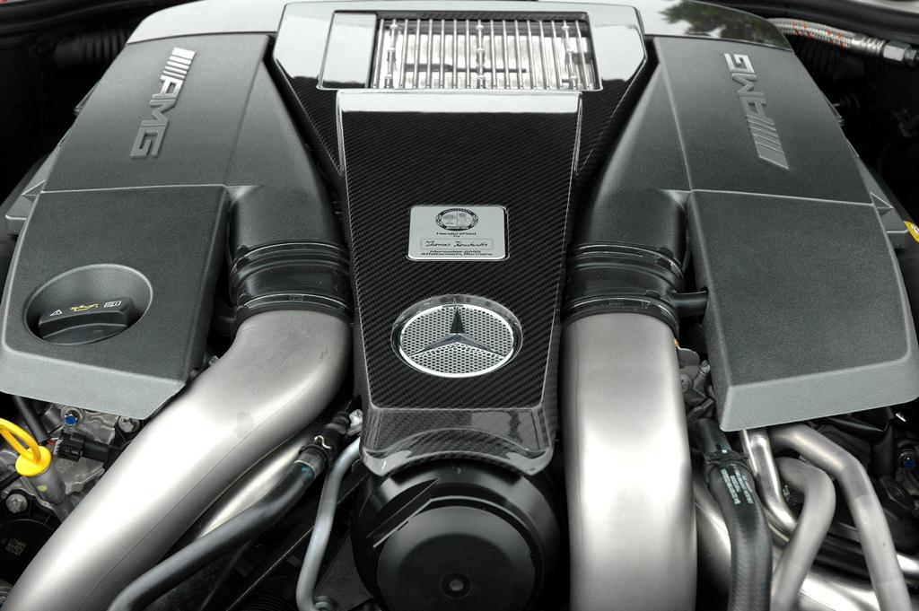 Mercedes S63 AMG: Der Achtzylinder-Biturbo leistet 544, mit Performance-Paket 571 PS.