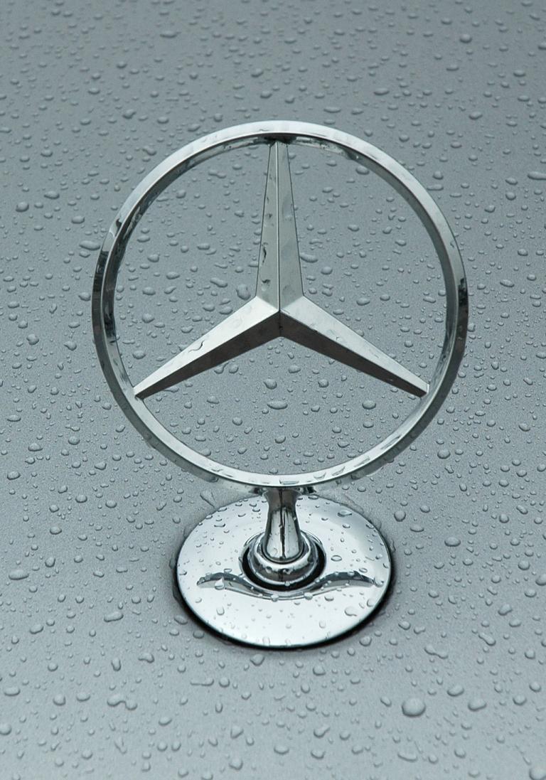 Mercedes S63 AMG: Der Stern sitzt vorn auf der Motorhaube.