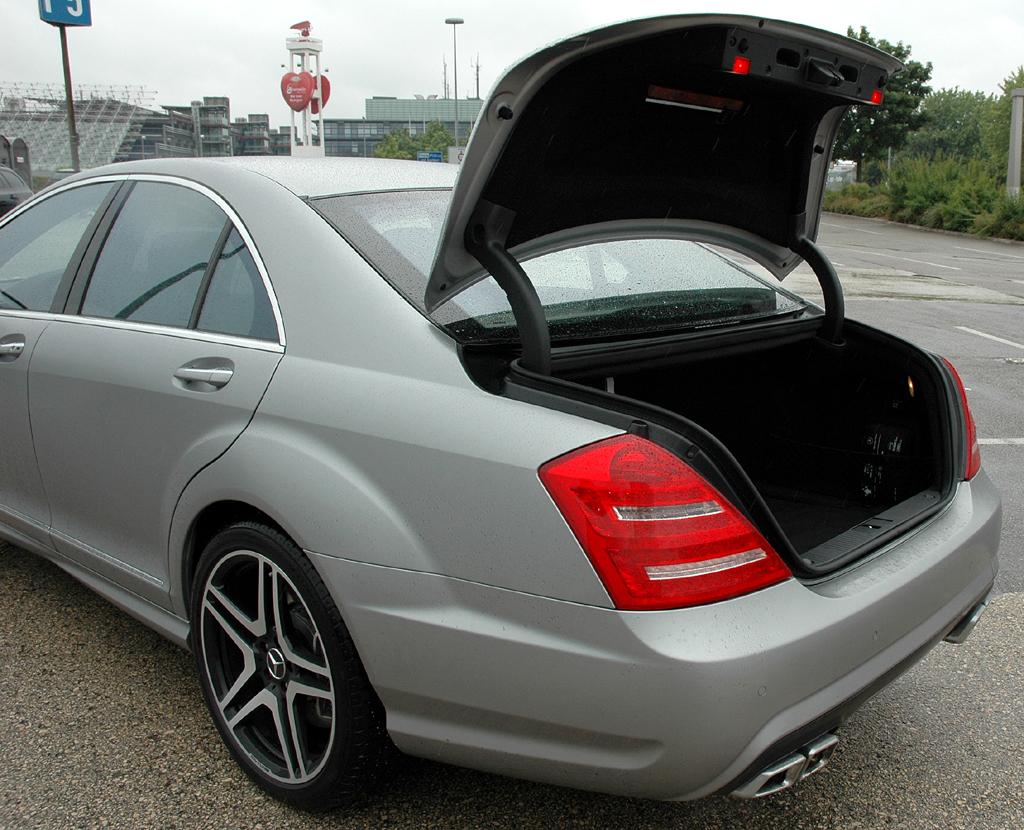 Mercedes S63 AMG: Im Kofferraum lassen sich stattliche 560 Liter Gepäck verstauen.
