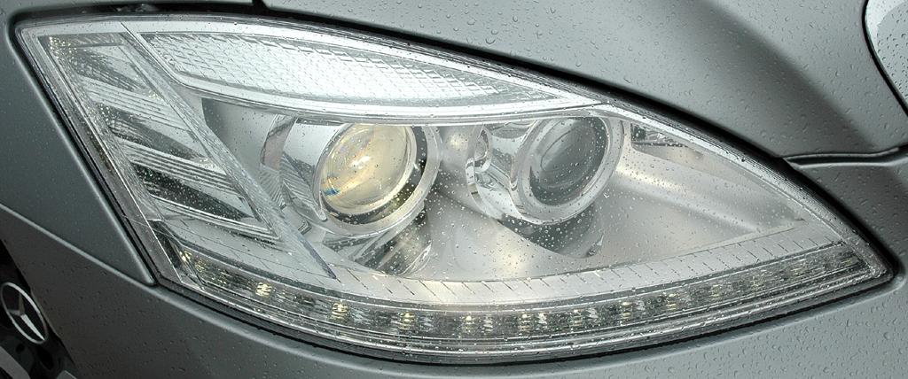Mercedes S63 AMG: Vordere Leuchteinheit auf der Beifahrerseite.