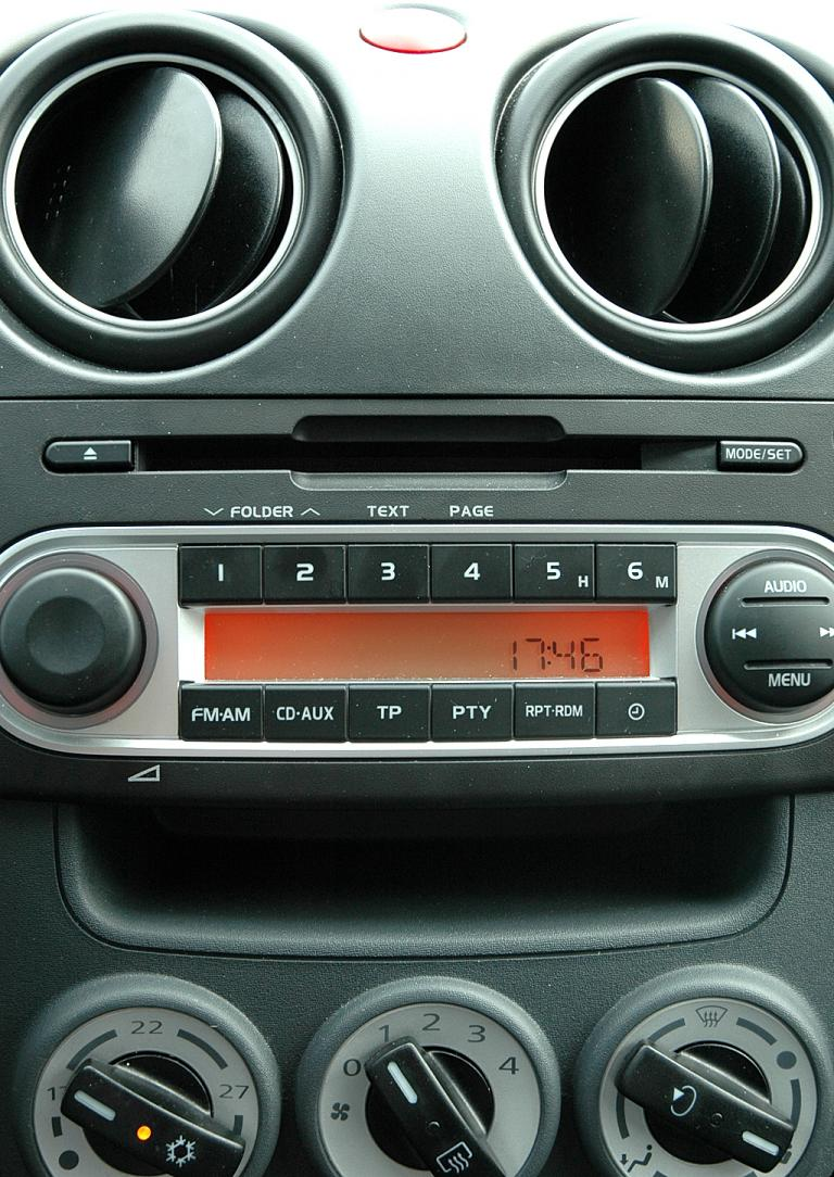 Mitsubishi Colt Autogas: Blick auf den mittleren Armaturenträger.