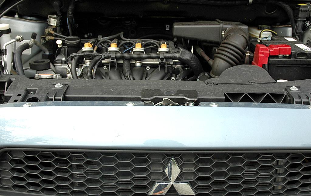 Mitsubishi Colt Autogas: Blick unter die Motorhaube des 1,3-Liter-Benziners.