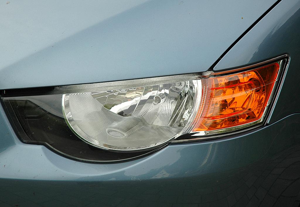 Mitsubishi Colt Autogas: Die Halogen-Scheinwerfer haben Leuchtweiten-Regulierung.