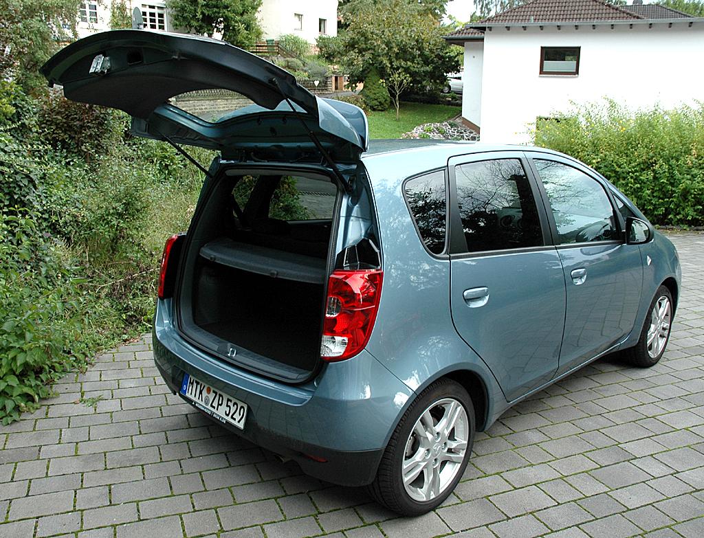Mitsubishi Colt Autogas: Ins Fünftürer-Stauabteil passen fast 190 bis über 1030 hinein.